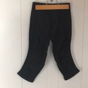 LULULEMON black Capri leggings size 4